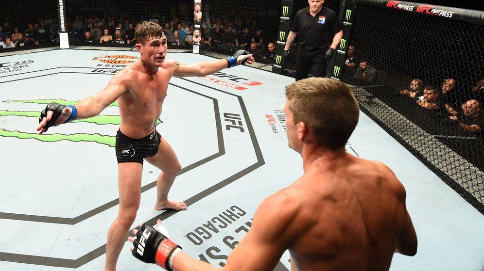 Foto: Darren Till manteniendo la distancia con Thompson. (Twitter @UFC)