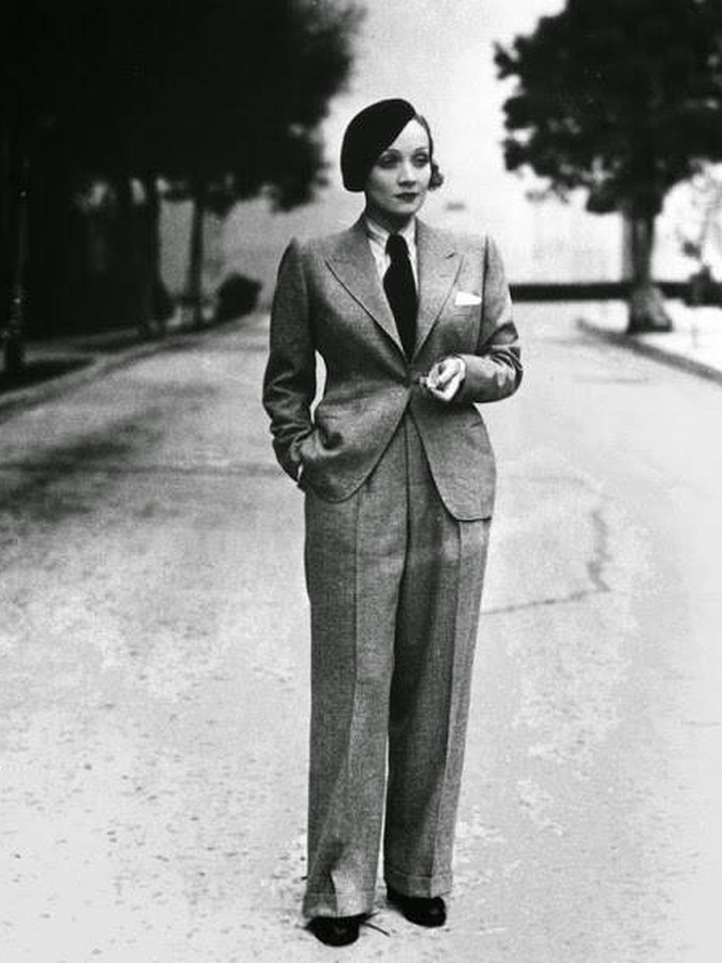 Mujer vestida por Coco Chanel en pantalones.