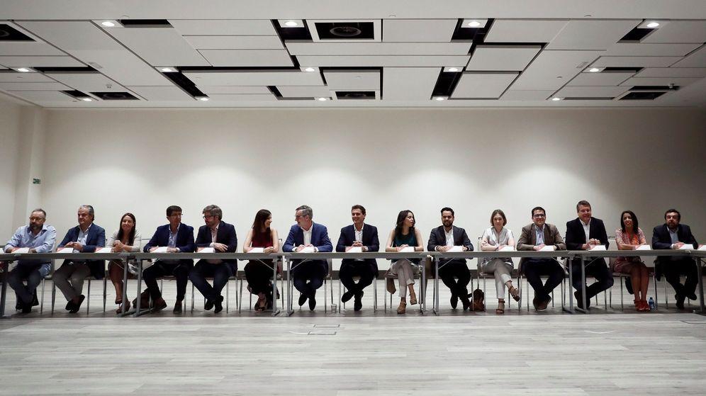 Foto: Albert Rivera junto a los miembros de su nueva ejecutiva nacional el pasado mes de julio. (EFE)