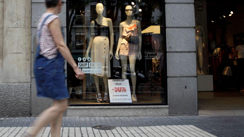 Fuera de Inditex, otras marcas ya han comenzado sus rebajas de verano. Foto: Efe