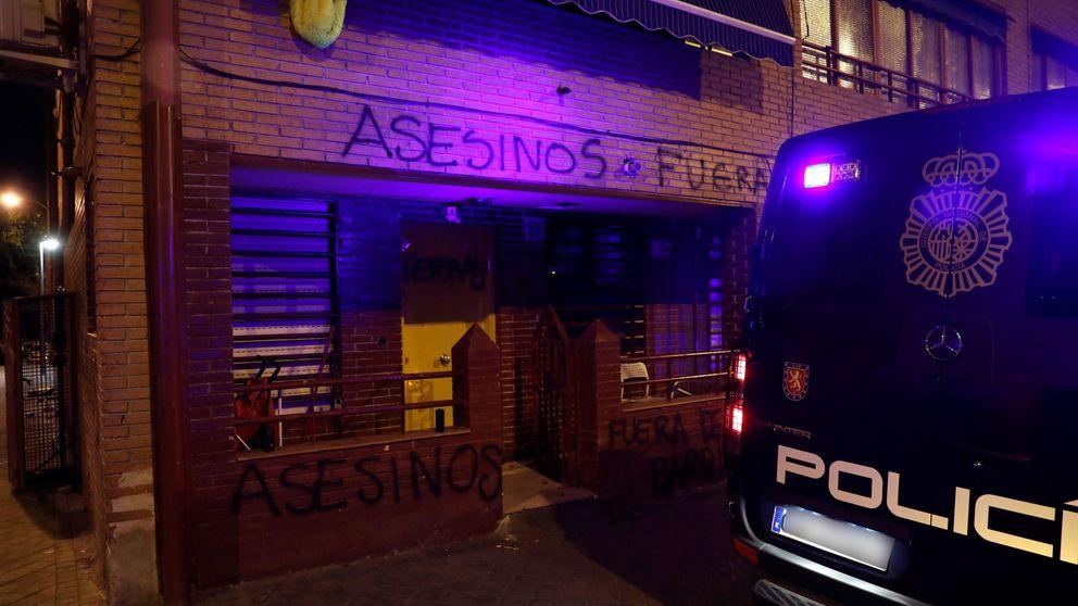 Los vecinos de Vallecas paran las protestas para que la familia del presunto asesino salga