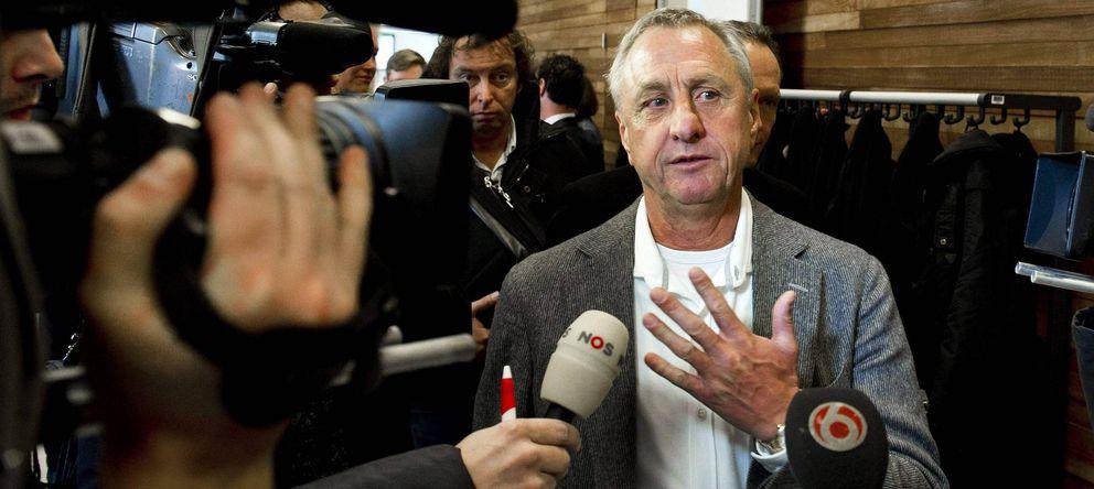 Foto: Johan Cruyff cree que el Real Madrid le ha ganado al Barcelona la partida en los fichajes.