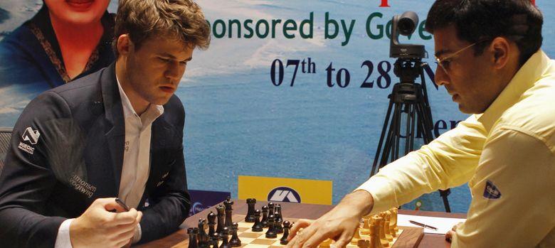 Foto: Magnus Carlsen durante una partida contra Viswanathan Anand