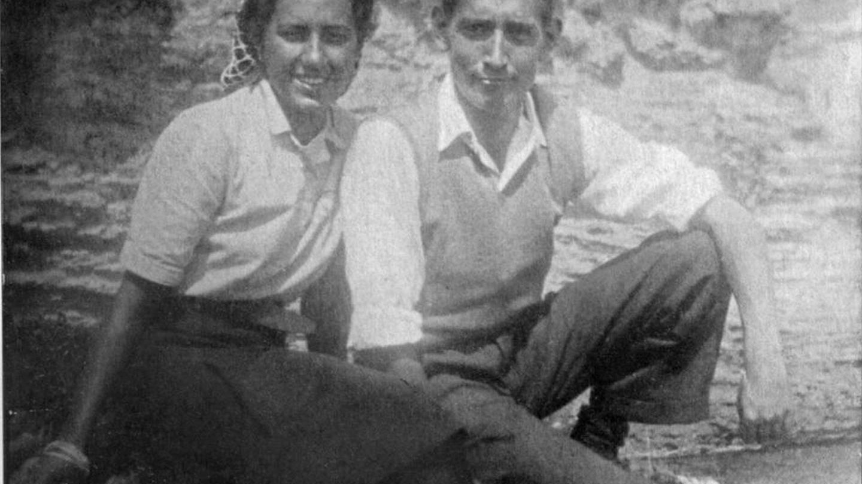 Miguel Delibes, con Ángeles de Castro cuando aún eran novios. (Fundación Miguel Delibes)