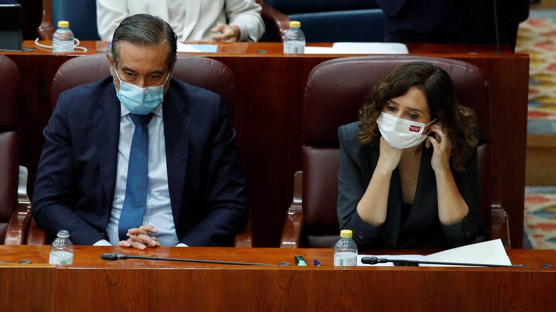 Isabel Díaz Ayuso, durante el pleno de ayer por la tarde. (EFE)