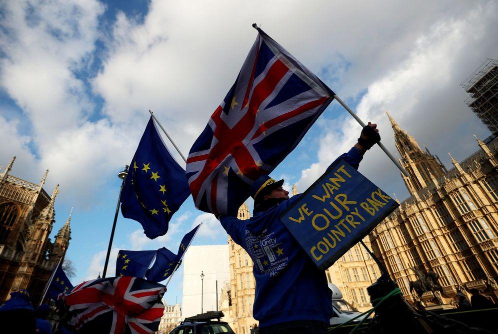 Foto: Manifestantes antiBrexit ante el Parlamento británico, en Londres. (Reuters)