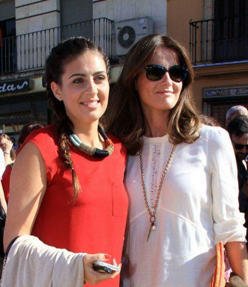 Rosario Domecq (de blanco) y Elisabeth Garrido (de rojo), esposas de 'El Juli' y  Morante de la Puebla respectivamente
