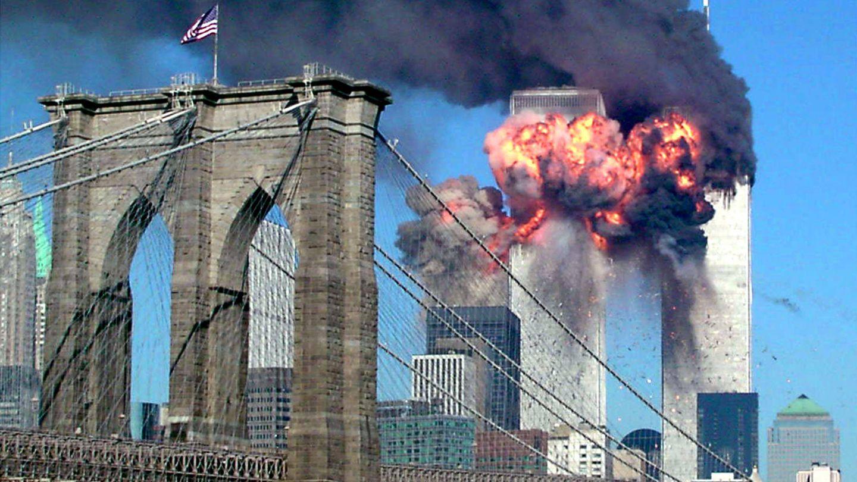 El momento del impacto del segundo avión contra el World Trace Center, el 11 de septiembre de 2001. (Reuters)