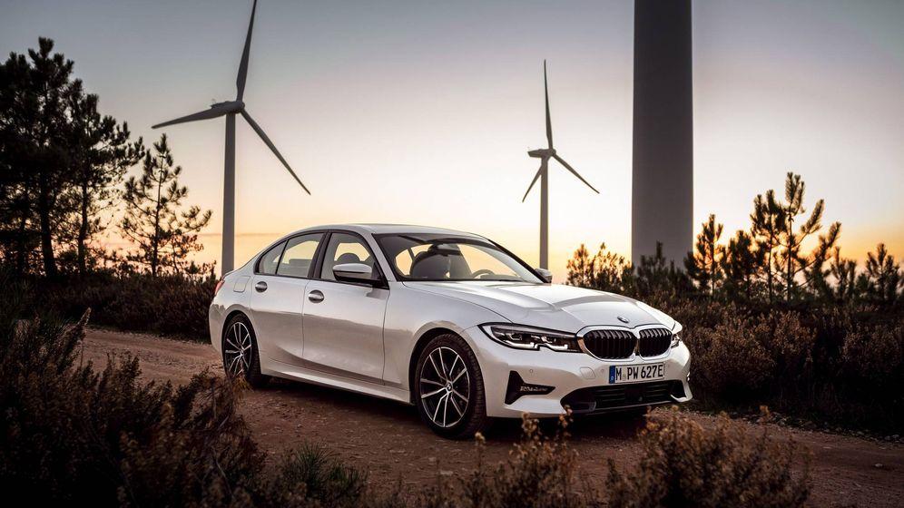 Foto: BMW 330e, una nueva variante electrificada de la berlina con un eficiente sistema híbrido enchufable.