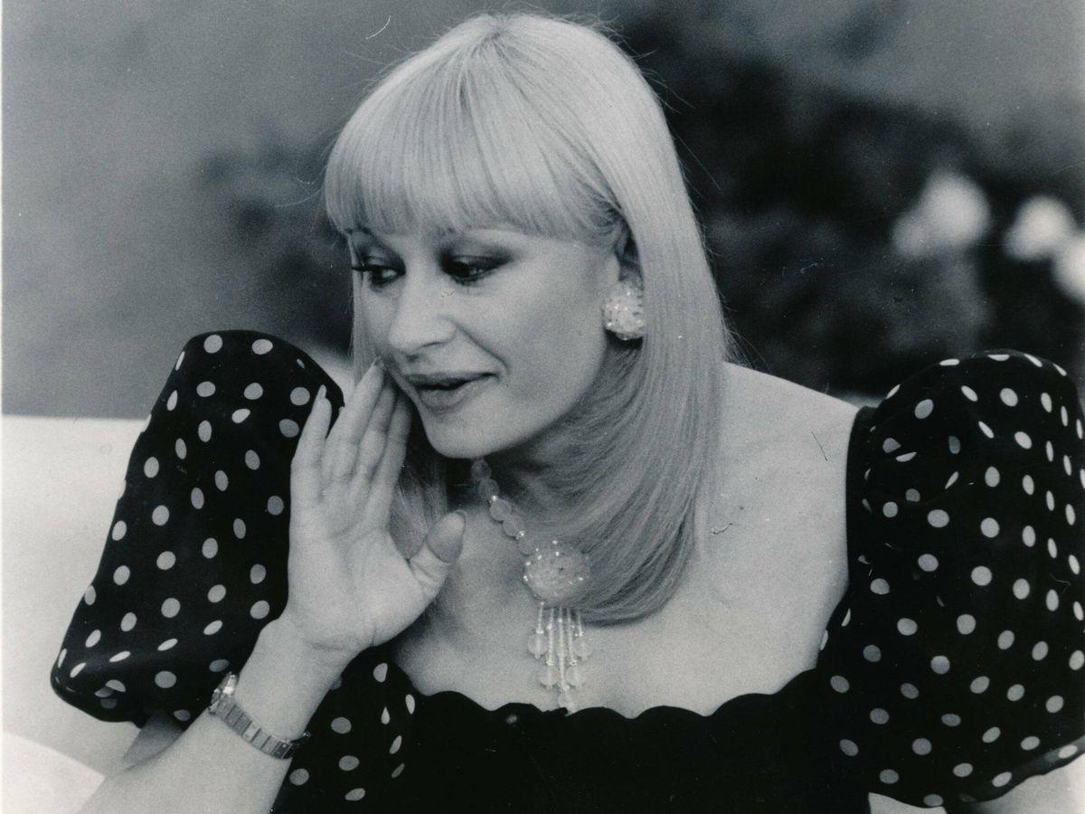 Foto: Raffaella Carrà, en uno de sus programas de televisión en la década de los 80. (Cordon Press)