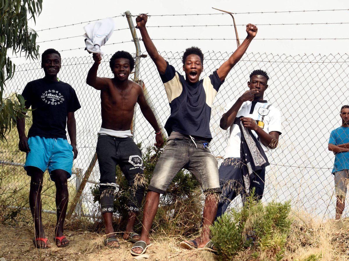 Foto: Inmigrantes en un CETI de Ceuta. (Reuters)