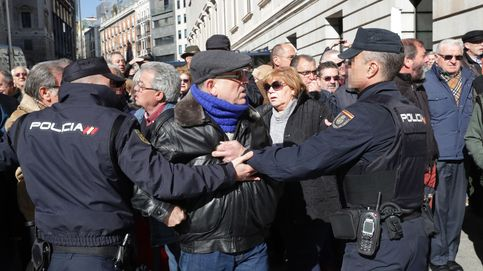 Miles de jubilados salen a la calle en Madrid para protestar contra las pensiones de miseria