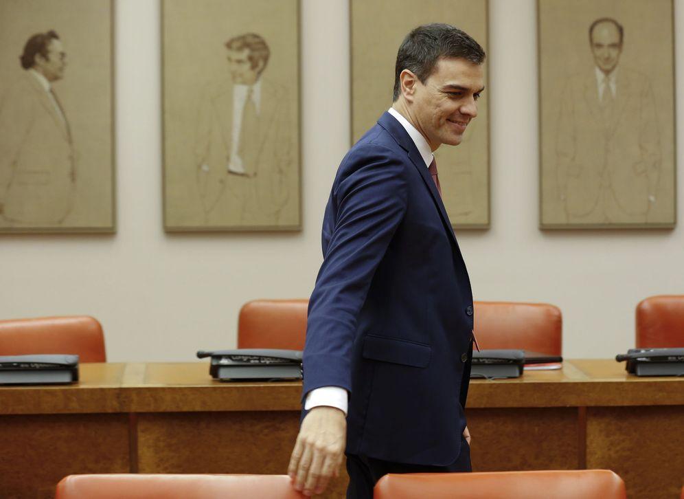 Foto: Pedro Sánchez, a su llegada a la reunión de su grupo parlamentario en el Congreso. (EFE)