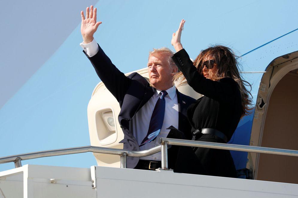 Foto: El presidente de EEUU, Donald Trump, y la primera dama, en la Osan Air Base, Corea del Sur. (Reuters)
