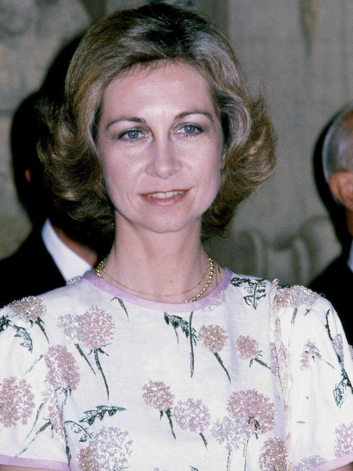 La reina Sofía, con el vestido que ahora luce Letizia. (Getty)