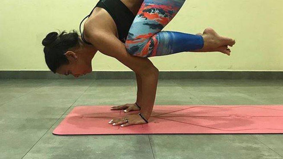 Las mil y una caídas de Cristina Pedroche haciendo yoga