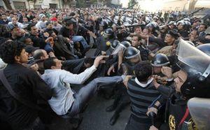 El Cairo trata de recuperar la calma tras las multitudinarias protestas