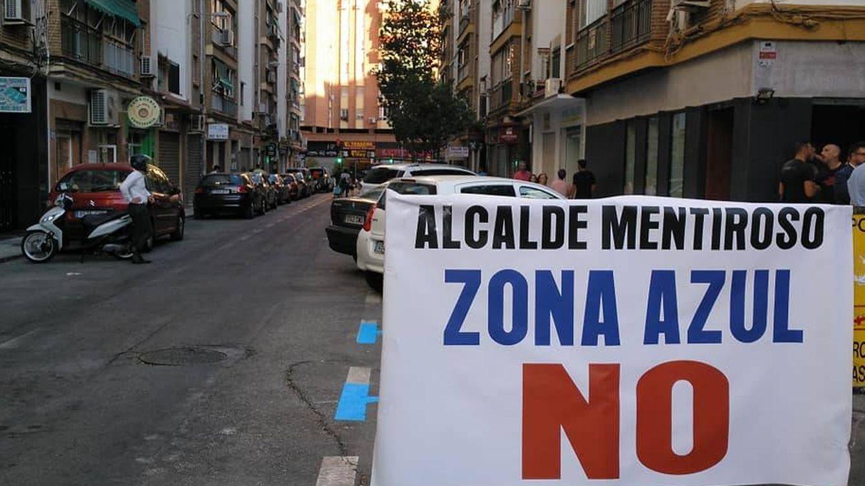 Foto: Pancarta contra la zona azul en el distrito de la Cruz del Humilladero de Málaga (Asociación de Vecinos La Cooperación).