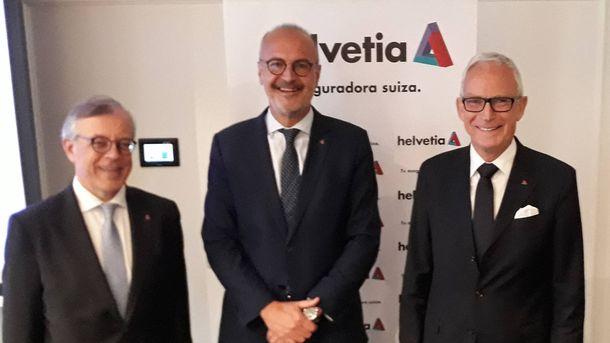 Foto: Íñigo Soto, director general, junto a José María Paagman, su antecesor, a la derecha. (C. P.)
