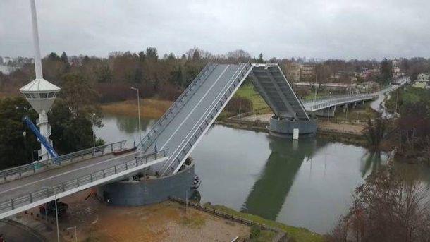 Foto: Puente Cau Cau. (Ministerio de Obras Públicas de Chile)