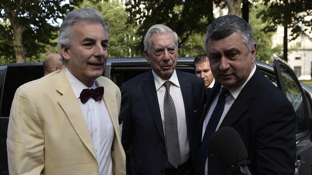 Vargas Llosa da plantón a los invitados de su fundación por estar con Preysler