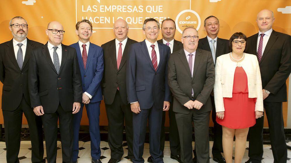 Foto: El equipo directivo de Consum, hoy, con Juan Luis Durich en el centro. (Consum)