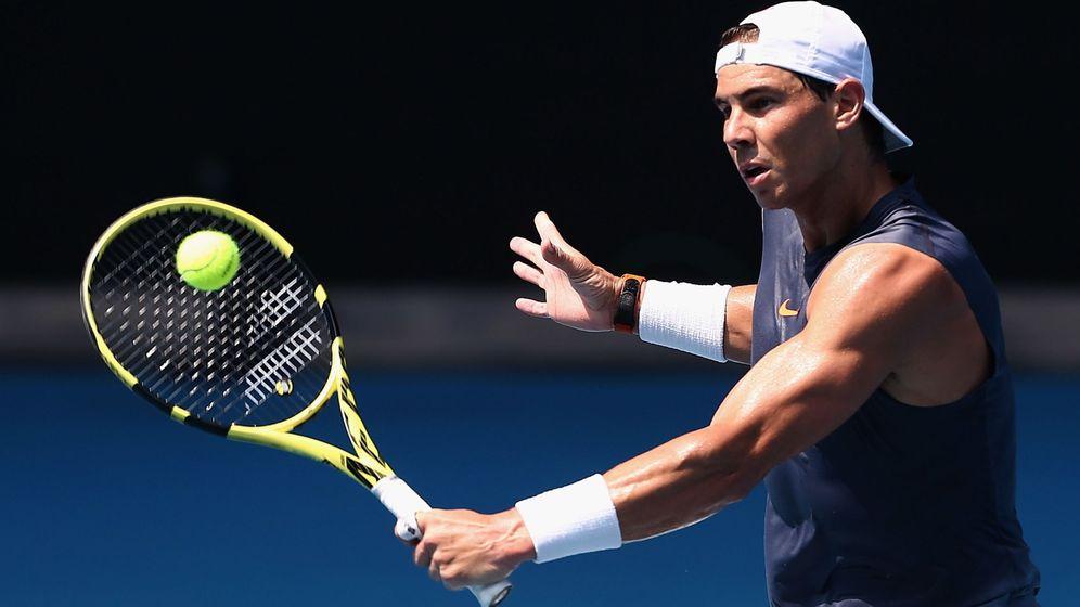 Foto: Rafa Nadal, durante su entrenamiento de este domingo en Melbourne (Australia). (EFE)