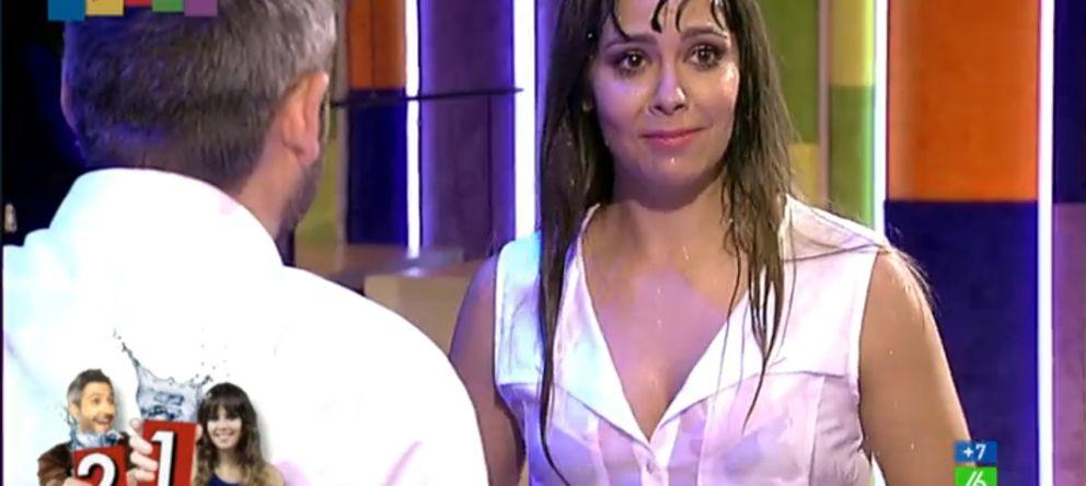 Foto: La provocativa camiseta mojada de Cristina Pedroche calienta 'Zapeando'