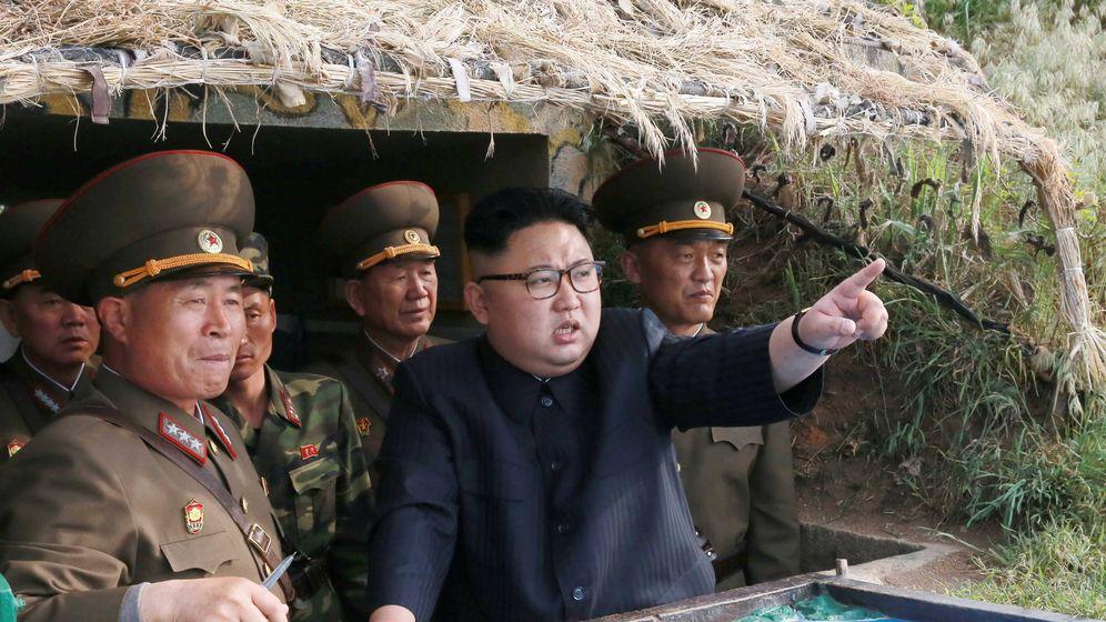 Foto: El líder de Corea del Norte, Kim Jong-un, durante una visita a una instalación militar en Jangjae. (Reuters)