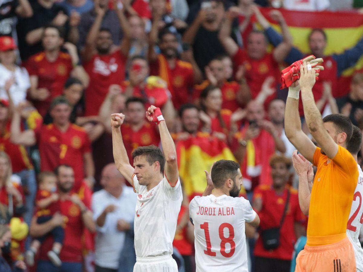 Foto: Azpilicueta celebra el pase de España a cuartos de final. (Reuters)