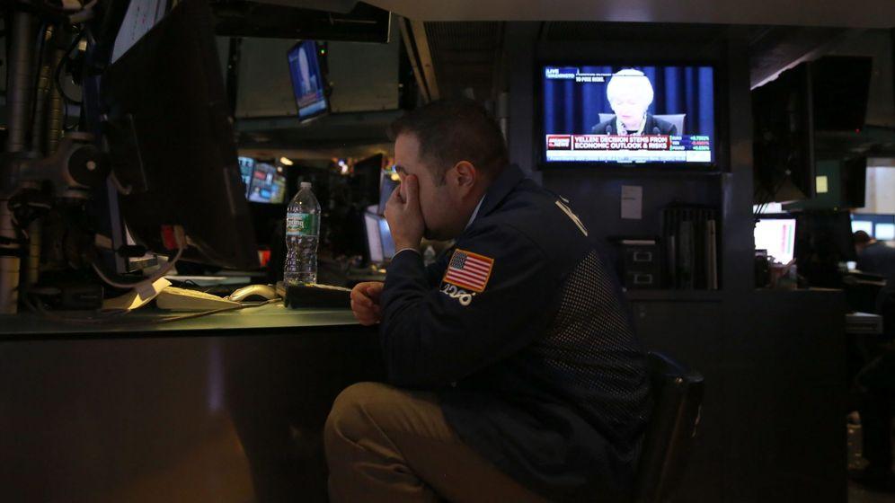 Foto: Un comerciante trabaja en la Bolsa de Valores de Nueva York. (EFE)