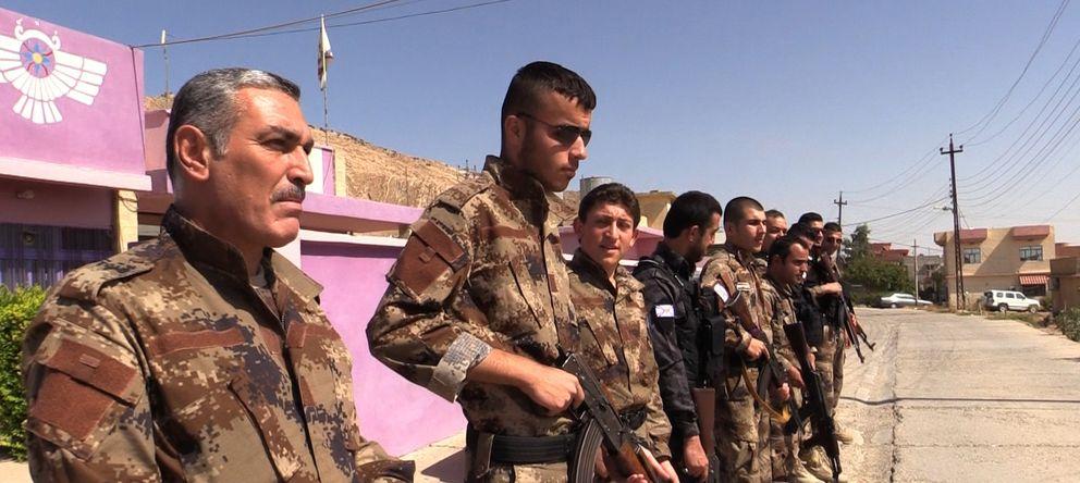 Foto: Los cristianos asirios que integran la milicia para proteger Al Qosh y otro pueblos del Estado Islámico (Pilar Cebrián).