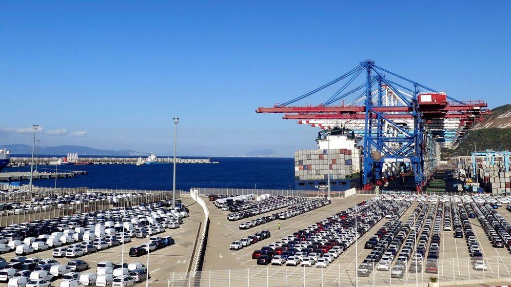 Foto: Muelle para vehículos destinado a la exportación en el puerto de Tanger Med. (EFE)