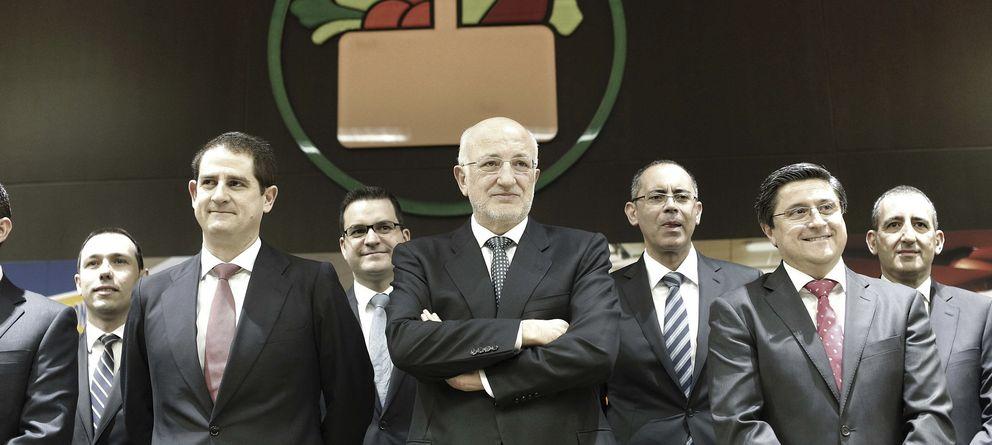 Foto: Juan Roig junto a su cúpula en la presentación de resultados de 2013 (Efe)