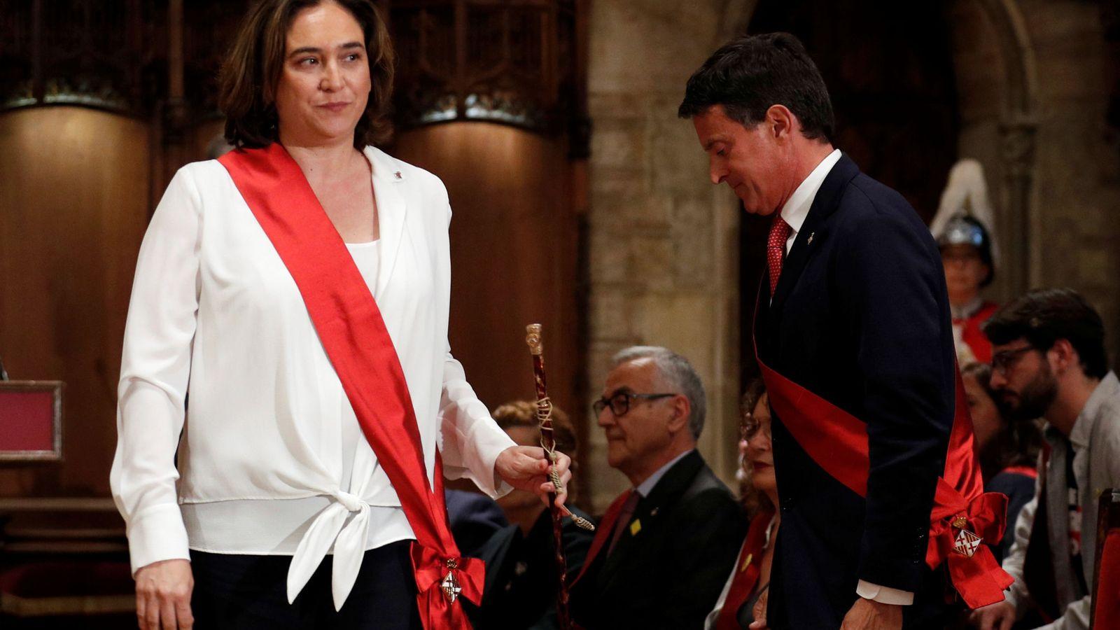 Foto: Colau (i) y Valls (d). (Reuters)