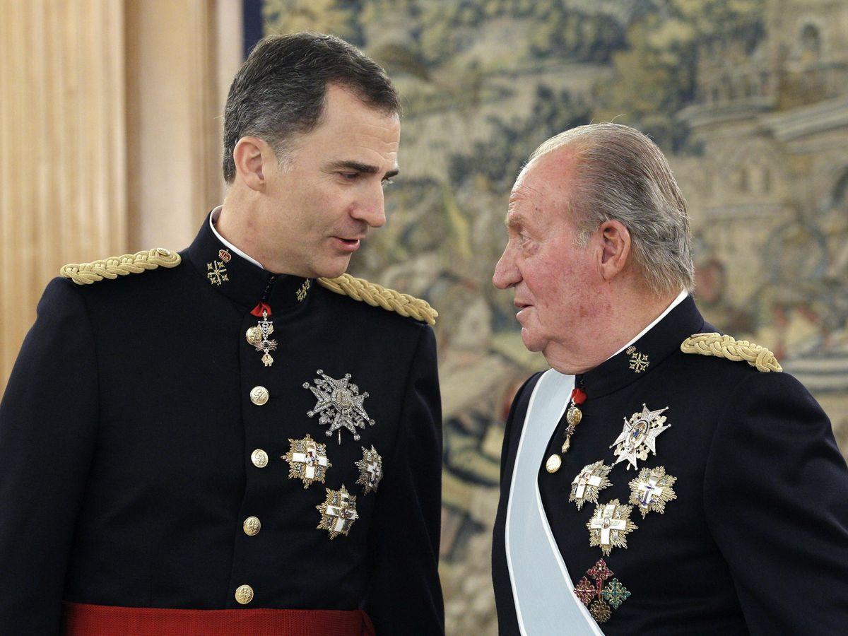 Foto: El rey emérito y el rey Felipe VI, en 2014, en el palacio de la Zarzuela. (EFE)