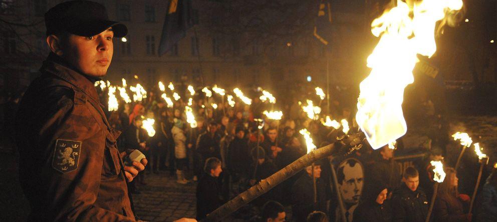 Foto: Seguidores de grupos nacionalistas ucranianos conmemoran el 104 aniversario del líder nacionalista Stepán Bandera (Efe).