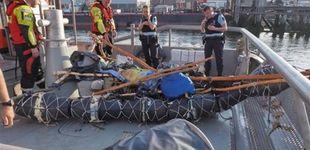 Post de Rescatado un inmigrante en aguas holandesas a bordo de una lancha hecha de basura