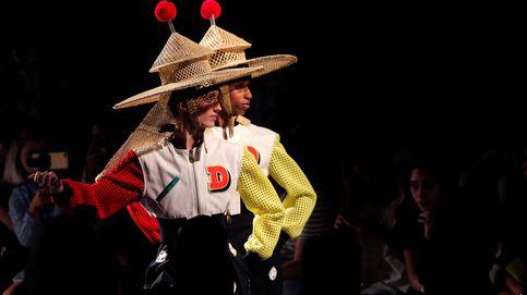 Faldas denim, jerséis XL y un punto de locura en el desfile de Desigual en Nueva York