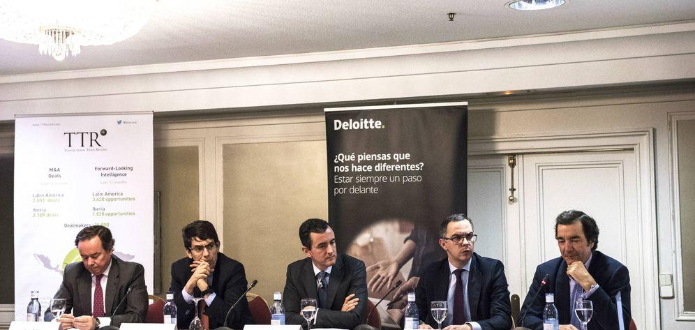 Foto: De izquierda a derecha: Juan Orbea (Banco Santander), Iñaki Cobo (KKR), Enrique Gutiérrez (Deloitte), Alberto Bermejo (Magnum Capital) y Javier Torremocha (Kibo Ventures).