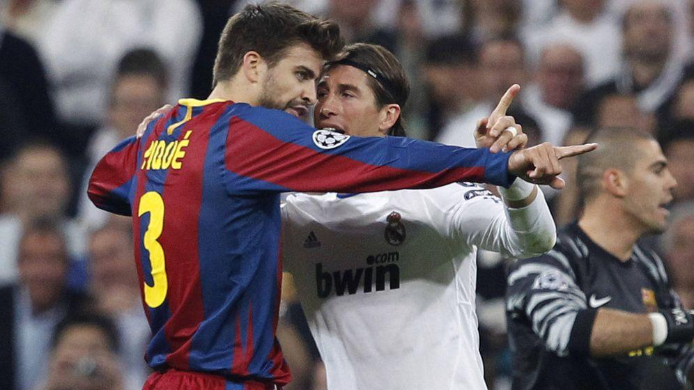 Foto: La relación entre Sergio Ramos y Piqué no es la mejor en el interior de la Roja. (EFE)