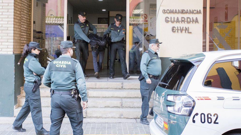 Foto: Trasladan a Bernardo Montoya de la comandancia de la Guardia Civil. (EFE)