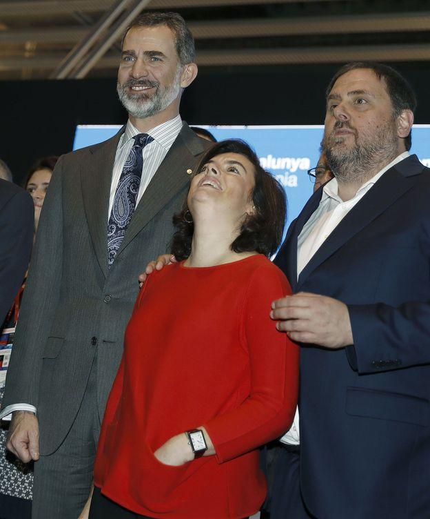 Foto: Felipe VI, Soraya Sáenz de Santamaría y Oriol Junqueras (d), durante la inauguración del MWC. (EFE)