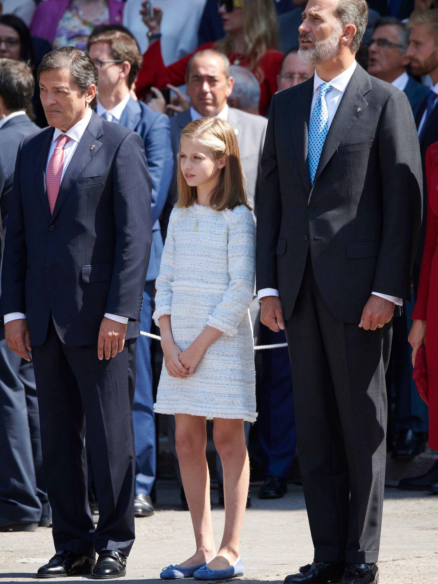 El presidente de Asturias, la princesa Leonor y el rey Felipe. (Limited Pictures)