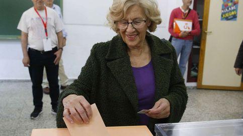Manuela Carmena, emocionada por votar, destaca lo positivo del multipartidismo en unas elecciones generales