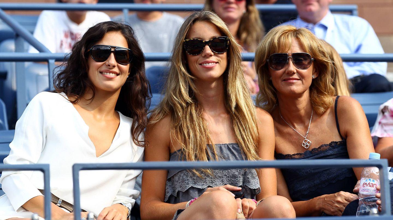 Xisca Perelló, Maribel Nadal y su madre, Ana María Parera, en el tenis. (Getty)