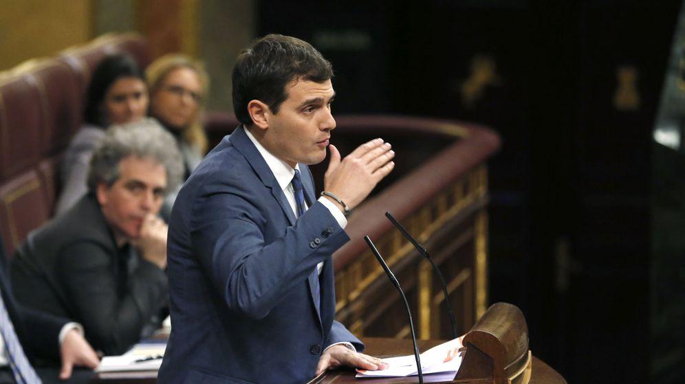 Foto: Albert Rivera interviene antes de la segunda votación de la investidura de Pedro Sánchez. (EFE)