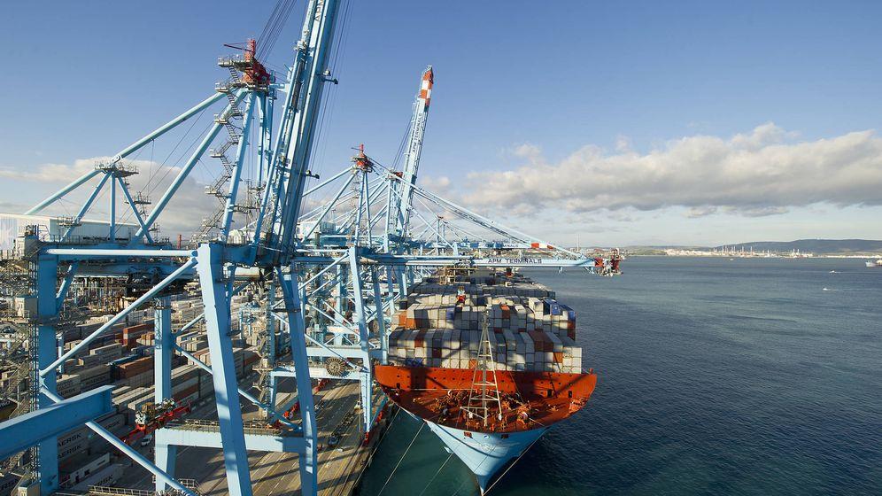Foto: Portacontenedores en el puerto de Algeciras. (Autoridad Portuaria Bahía de Algeciras)