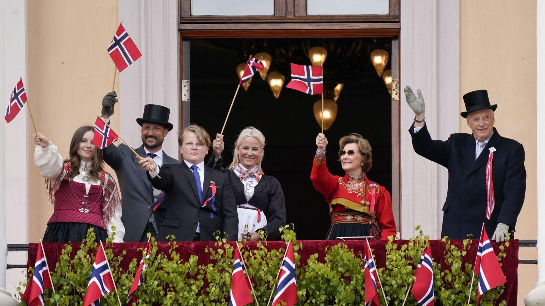 La familia real, en la celebración del Día Nacional. (Reuters)