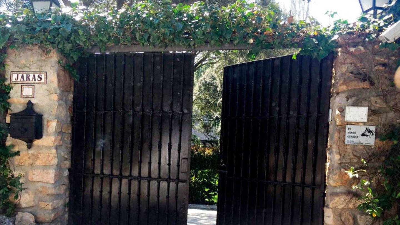Puerta de entrada de la casa de la Moraleja del marqués de Larios.